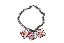 Bracelet fantaisie en métal argenté avec 3 pendentifs 1 coeur et 2 carrés