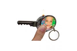 Briquet à gaz porte-clé au format d'une clé